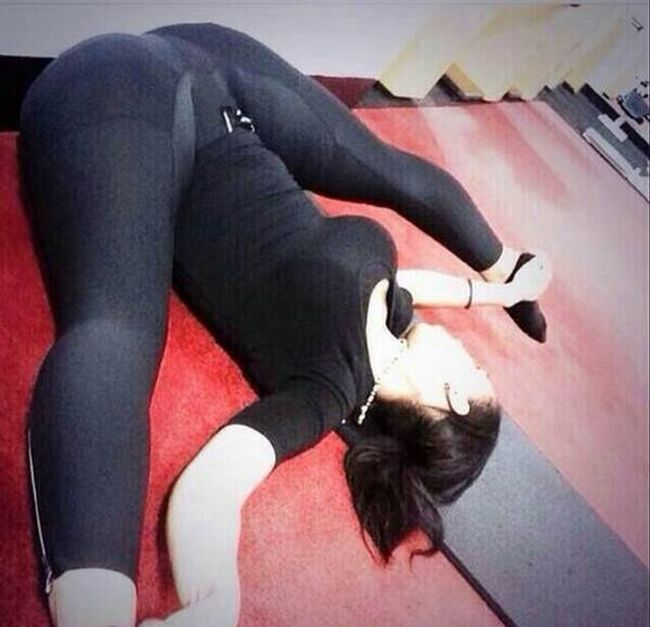 hottest-girls-yoga-pants-33