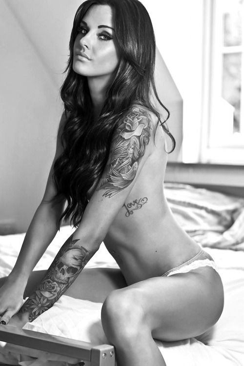 hot-girls-tattoos-9
