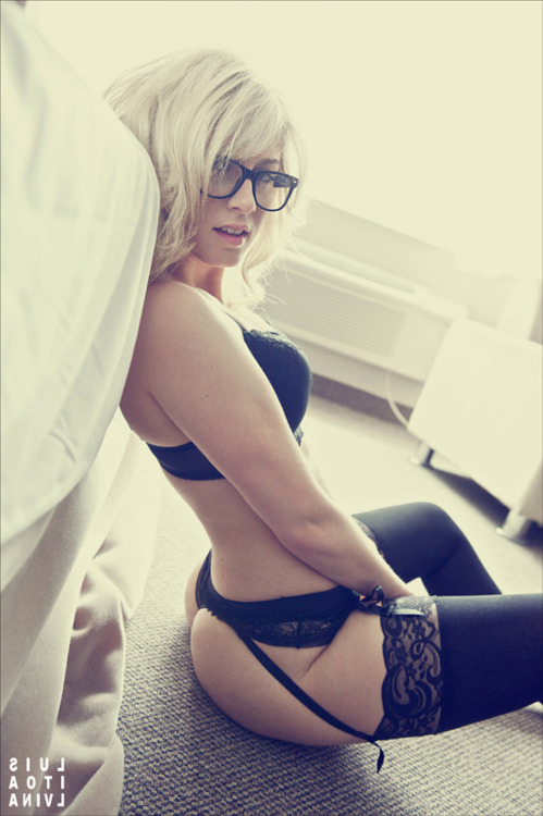 sexy-babes-glasses-4