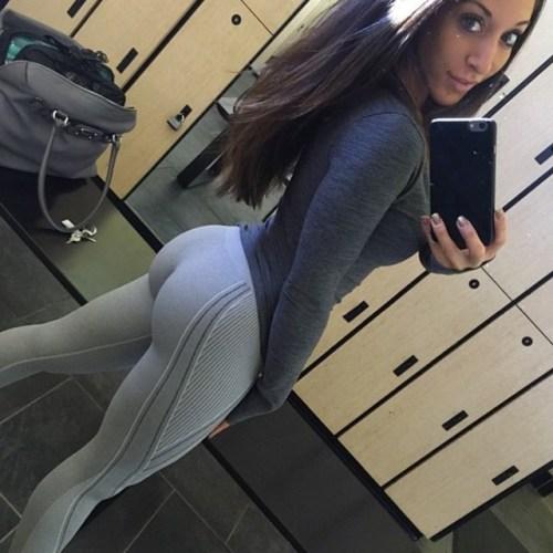 sexy-babes-yoga-pants-4