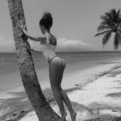 babes-in-bikini-summer-2