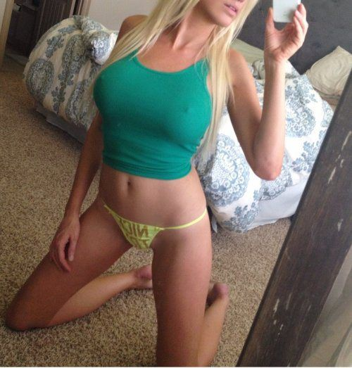 sexy-babe-selfie-20
