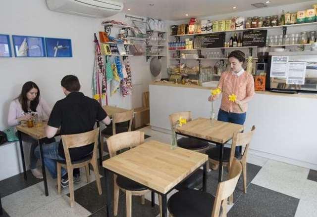 AD132622014Slice-Cafe-in-St