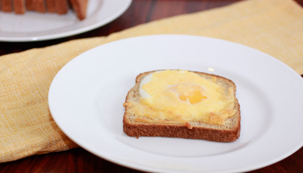 Cheesy Egg Toast with gouda