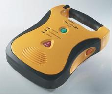 Il defibrillatore acquistato dalla Pro Loco di Collesalvetti lo scorso marzo