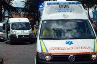 Parte il carosello con le nuove e vecchie ambulanze