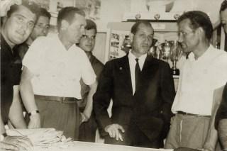 1962, Gino Bartali nella sede U.S. Vicarello (Foto di Carlo Carmassi)