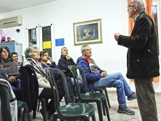 Carlo Carmassi presenta le sue fotografie ai presenti