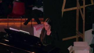 il vicesindaco Libera Camici al pianoforte 2
