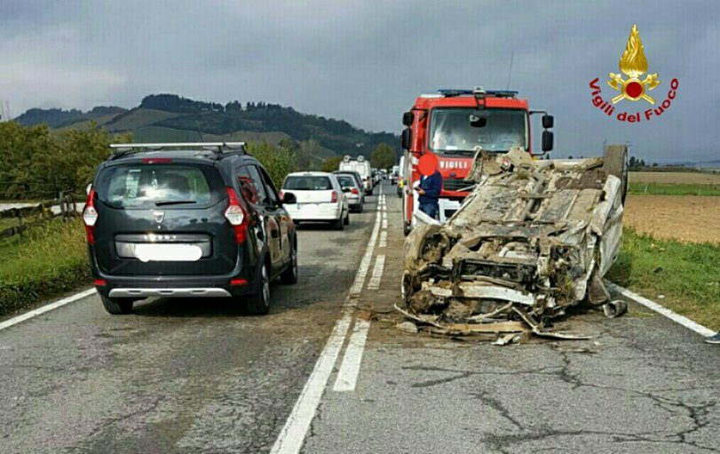 INCIDENTE STRADALE FRA TORRETTA VECCHIA E CROCINO: AUTO CAPPOTTATA SULLA STRADA