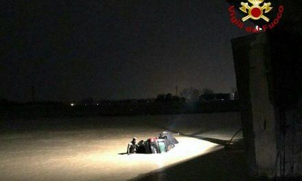 TRAGEDIA NELLA NOTTE A STAGNO: INCIDENTE, UN'AUTO FINISCE NELLO SCOLMATORE. 2 I MORTI