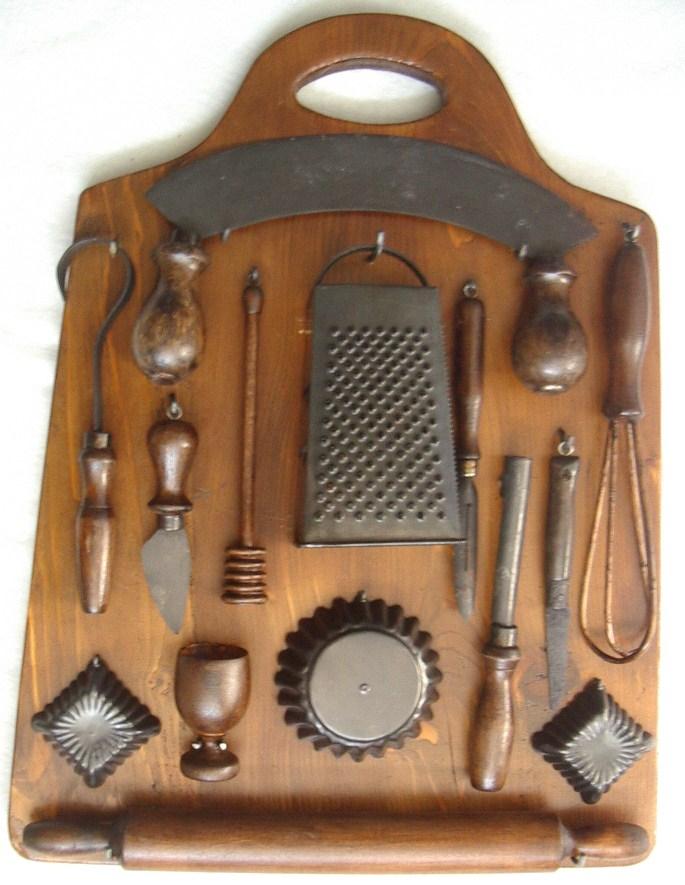 Tagliere Da Cucina Con Utensili Antichi Collezione Online