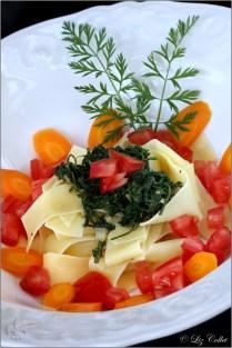 Tagliatelle mit Mandelpesto und Möhrchengrün © Liz Collet