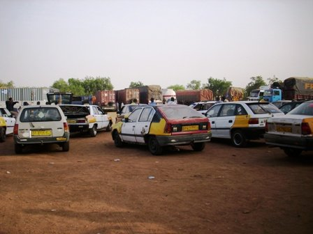 Taxis in Ghana have yellow sides