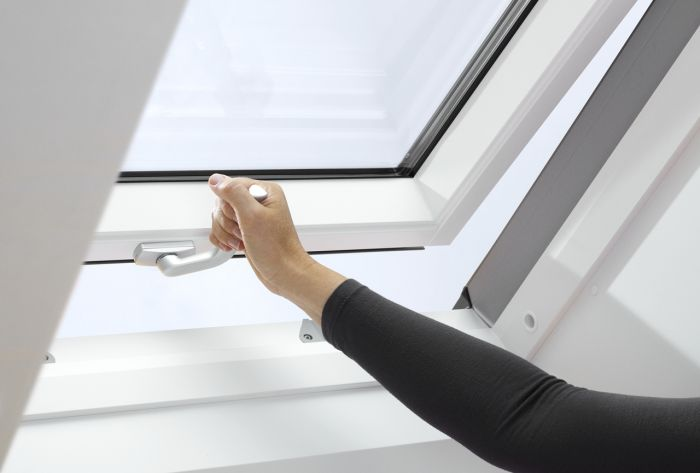 velux 78 x 98 c p roof window ggl 2070 mk04 white painted