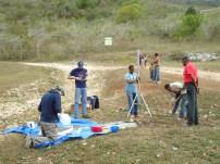 Equipo preparando estación cerca de El Aguacate, Sierra de Bahoruco . Foto: O. Cruz