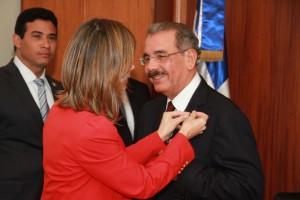DM - Ana Maria Ramos pone el PIN a Danilo Medina
