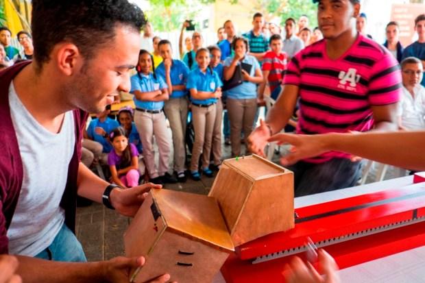 Robot Camioncito, construido por Jean Olivo, Franyer Gerez y Ángel Rozas.