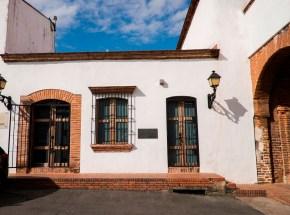 Juan Pablo Duarte utilizó el almacén ferretero de su padre ubicado frente a la Puerta de Las Atarazanas, Don Juan José Duarte, como centro de reunión para impartir cátedras de patriotismo a sus amigos y conocidos.
