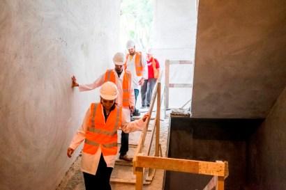 El edificio se empezó a construir en 2014. Aún no tiene escaleras. Está en fase de terminación e instalaciones, que precede la etapa de equipamiento.