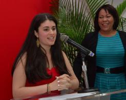 Sarah al pronunciar unas palabras de agradecimiento en nombre de todos los galardonados.