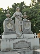 Mausoleo de la Familia Mota (denota que era una familia adinerada)