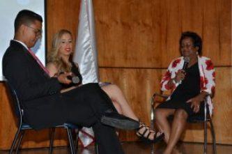 Osvaldo Camacho y Nicole Nieves entrevistan a la doctora María de la Rosa