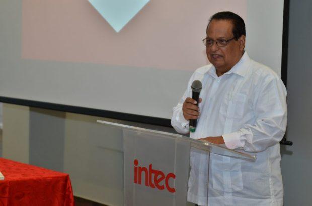 Doctor Fernando Santamaría, coordinador de la carrera de Medicina de INTEC