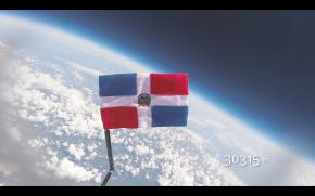 La Bandera Dominicana en su punto más alto.