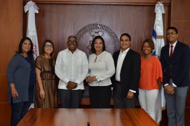 Autoridades del INTEC y DG Cine durante la firma del acuerdo