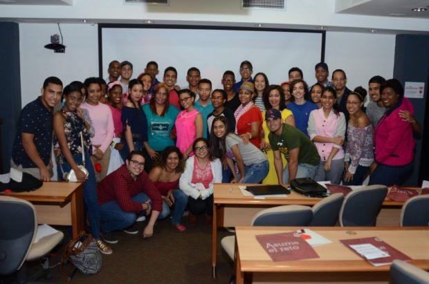 """Estudiantes de liceos y colegios de Santo Domingo participaron en el taller """"Medios Digitales y Comunicación Social"""".-"""