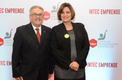 Armando Barrios, decano del Área de Economía y Negocios del INTEC, y María Machado, directora del Centro de Emprendimiento e innovación del INTEC.