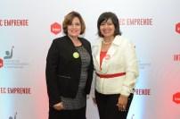 María Machado y Mayra Holguín, conferencista experta en emprendimiento.