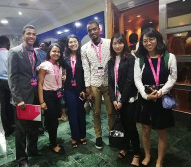 Equipo iQuest con equipo extranjero de China