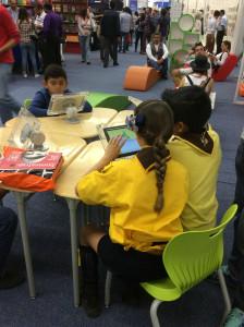 [Fotos 7 e 8: Espaço de livros digitais do programa Salas de Lectura, do Conaculta - Mx]