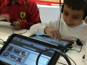 [Foto 9: Espaço de divulgação dos livros didáticos e áudio-livros adotados pelo sistema de educação do México]