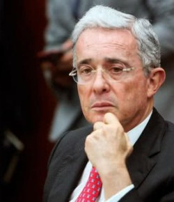 Ex-president Álvaro Uribe treedt af als senator