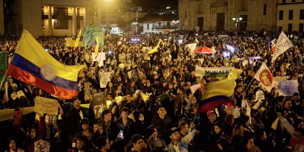 Duizenden Colombianen lopen mars om het vredestribunaal te ondersteunen