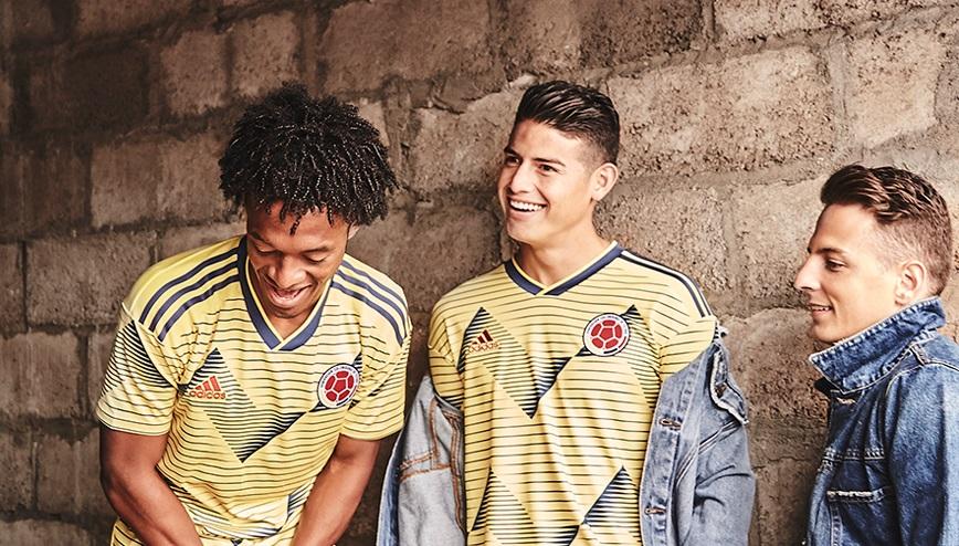 Het nieuwe voetbalshirt van Colombia officieel bekend gemaakt