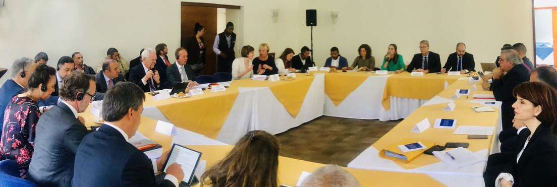 Nederlandse parlementariërs luisteren in Bogotá naar slachtoffers en vakbondsmensen