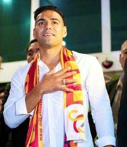Falcao krijgt warm onthaal in Istanbul