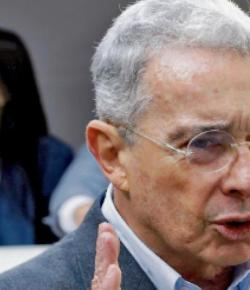 Ex-president Álvaro Uribe verdacht van betrokkenheid afluisterpraktijken