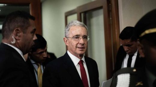 Voormalige Colombiaanse president Álvaro Uribe krijgt huisarrest vanwege onderzoek naar fraude