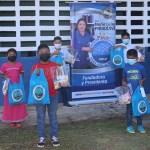 Entrega de útiles en Chiriqui