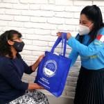 Mujeres cabezas de familia y adultos mayores de Arequipa, Perú, reciben mercados con alimentos esenciales. Mayo 2021