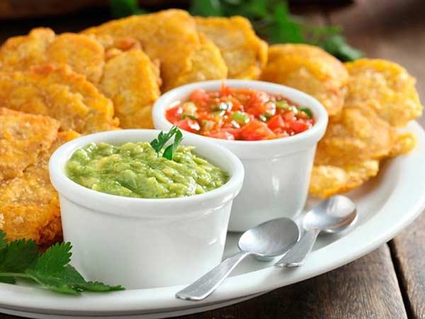 patacon-con-hogao-y-guacamole