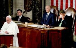 El presidente de la cámara, John Boehner, se seca los ojos mientras escucha el discurso del papa Francisco ante el Congreso en Washington, jueves 24 de septiembre de 2015. (AP Foto/Pablo Martinez Monsivais)