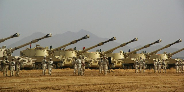 Arabia Saudita desplega armamento Yemen copy