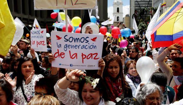 COLOMBIANOS CELEBRAN ACUERDOS PARA EL FIN DEL CONFLICTO EN EL PAÍS