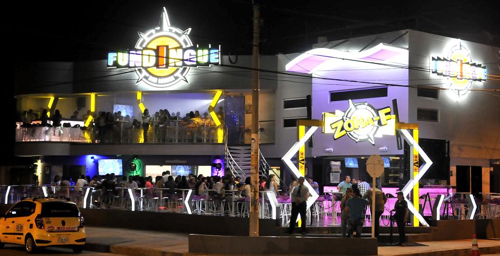 vivre chez une famille colombienne et sortir : bar colombien